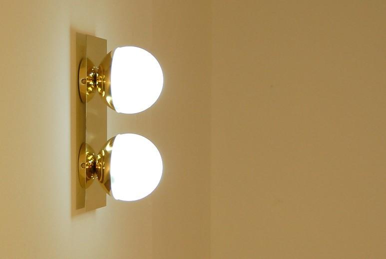 Applique doppia sfera art diffusori in vetro opalino